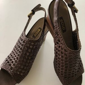 Ecco Woven Peep Toe Wedge Sandal Sz 40